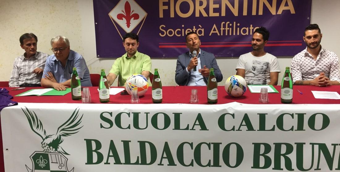 La conferenza sull'affiliazione con la Fiorentina per la scuola calcio